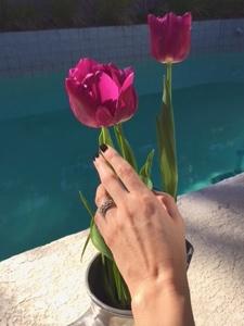 ring finger selfie